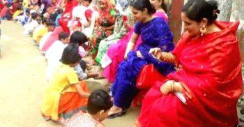 টাঙ্গাইলে মায়ের পা ধুঁয়ে ভালোবাসা দিবস পালন