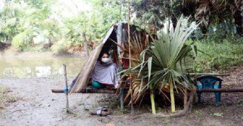 কোয়ারেন্টাইনের নামে নারী স্বাস্থ্যকর্মীকে পুকুরে ঝুপড়িঘরে রাখলেন এলাকাবাসী