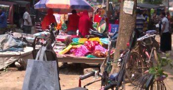 সরকারি সিদ্ধান্ত অমান্য করে কালীগঞ্জে অধিকাংশ দোকানপাট খুলল ব্যবসায়ীরা