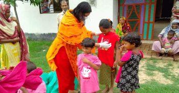 সাপাহারে ঈদ উপলক্ষে ঈদের জামা ও খাদ্য সহায়তা দিলো সুমাইয়া তুলি