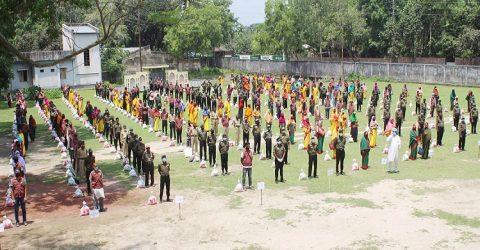 পার্বতীপুরে ত্রাণ সামগ্রী পেল ৩শ' আনসার ও গ্রাম প্রতিরক্ষা বাহিনীর সদস্য