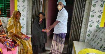 কুয়াকাটায় অসহায় ও দূস্থ্য ৩শতাধিক মহিলাকে শাড়ি উপহার মৎস্য ব্যবসায়ী বশির আহম্মেদ