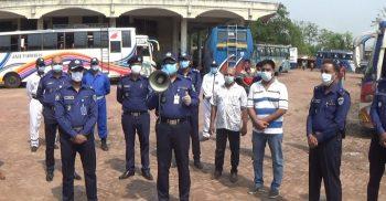 ঝিনাইদহে সরকারি নির্দেশনা মেনে বাস চলাচল নিশ্চিত করতে পুলিশের তল্লাসী