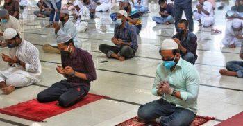 বিশ্বজুড়ে চলছে প্রাণঘাতী করোনা: মাস্ক পরে মসজিদে নামাজ পড়া যাবে