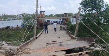 উপজেলাবাসীর কৃতজ্ঞতা প্রকাশ, কলাপাড়ায় বালিয়াতলী খেয়াঘাটের সংস্কার কাজ চলছে
