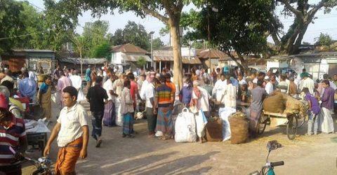 নওগাঁর আত্রাইয়ে সাপ্তাহিক হাট বন্ধ থাকায় লাখ লাখ টাকা লোকসানের মুখে হাটইজাদাররা