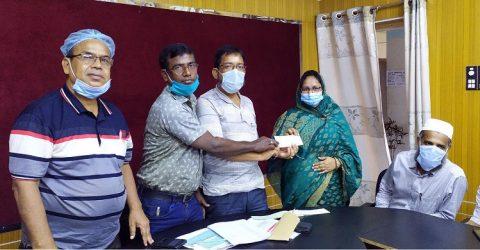 কলাপাড়ায় নন এমপিও শিক্ষকদের মাঝে প্রধানমন্ত্রীর অনুদানের চেক হস্তান্তর