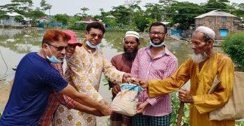 কলাপাড়ায় খাদ্যসামগ্রী নিয়ে বানভাসীদের পাশে দাঁড়িয়েছেন যুবলীগ নেতা সোহাগ